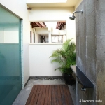 Four Bedroom Apartment Suite Outdoor Shower